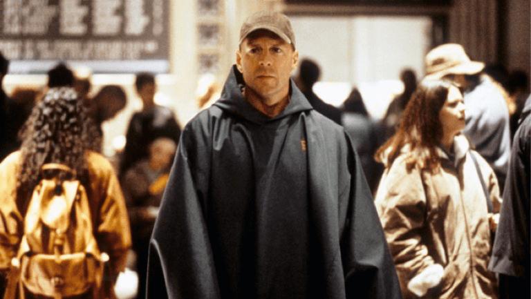 布魯斯威力飾演的大衛,在奈沙馬蘭《驚心動魄》中,是個壓抑自己超凡能力的不凡存在。