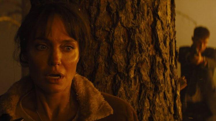 《那些要我死的人》海報&預告公開!安潔莉娜裘莉領銜主演,化身消防員在野火中躲避不明追殺首圖
