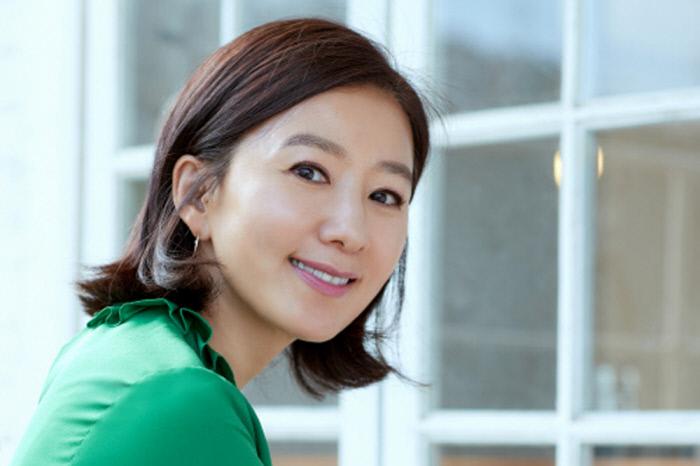 金喜愛以《夫妻的世界》獲得韓媒認證2020最佳演員