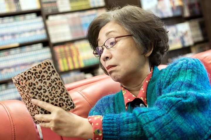 《 生生 》力邀香港影后 鮑起靜 參與演出,飾演生命即將迎來終點的 網紅奶奶 。
