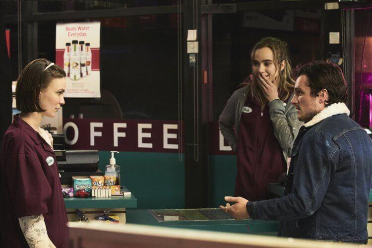 跨領域演出《分歧者 2》等電影的英倫嫩模蘇琪沃特豪斯新片《深夜加油站遇見抓狂衰事》將演出十分性格的店員小姐。