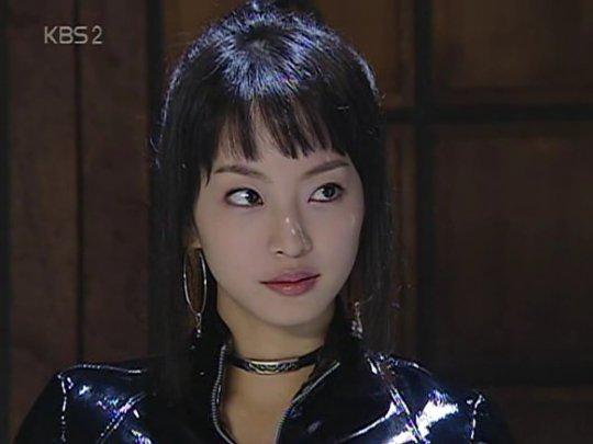 韓藝瑟在《九尾狐外傳》中的冷豔形象讓她獲封「九尾狐美女」的封號