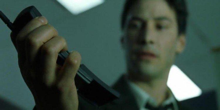 Nokia 8110 出現在《駭客任務》中。