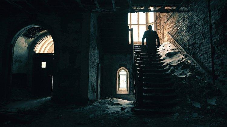 靈異專家兼導演札克巴甘斯 (Zak Bagans) 買下鬧鬼住宅拍攝紀錄片《鬼屋實錄:惡魔之家》(Demon House) 。