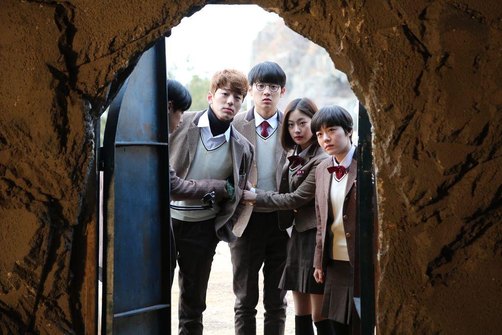 崔尚勳 執導, 蘇珠妍 金旻奎 等新生代韓星所演出, 恐怖片 《 鬼戲語 》8/3 即將在台上映。