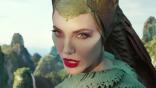 《黑魔女 2》正式預告公開 安潔莉娜裘莉對戰新皇后,捍衛魔法世界!