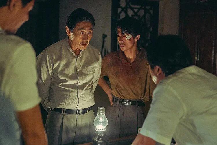 (北朝方的代表角色:老謀深算的林勇洙大使,與個性衝動的太俊基參事。)