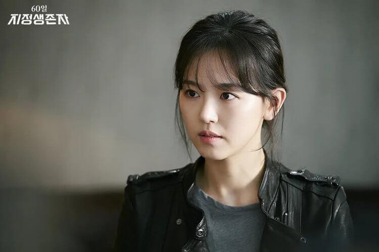 姜漢娜在《60天,指定倖存者》中飾演表面冷酷的幹員