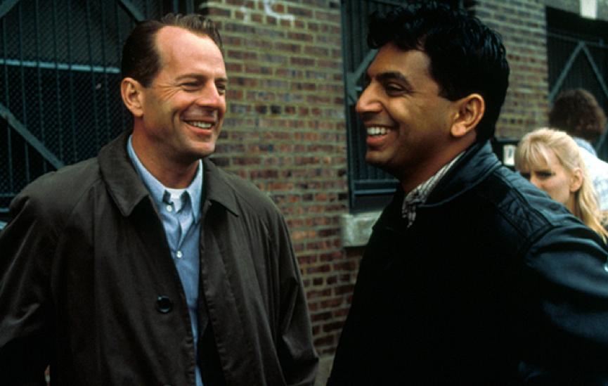 1999 年合作《靈異第六感》的布魯斯威利與奈沙馬蘭。