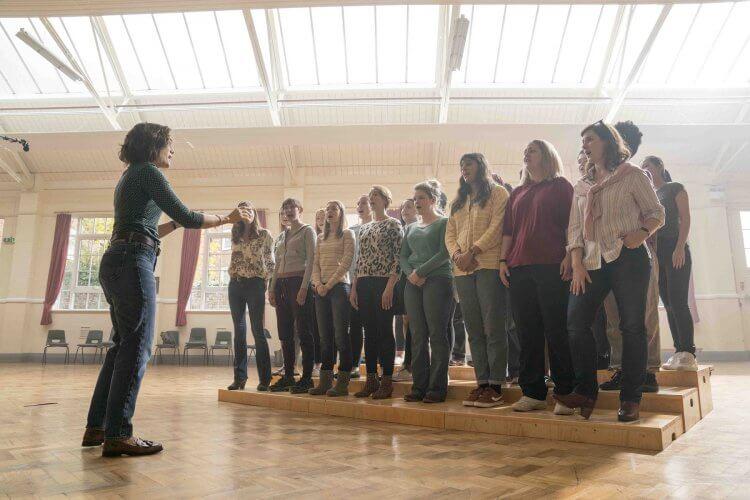 《女聲我最美》講述沒有歌唱經驗的軍人妻子如何在短時間克服心理障礙組成合唱團的動人過程。
