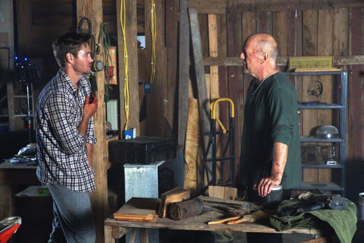 《惡夜救援》中飾演醫生的查德麥可莫瑞表示:布魯斯威利是我的英雄。