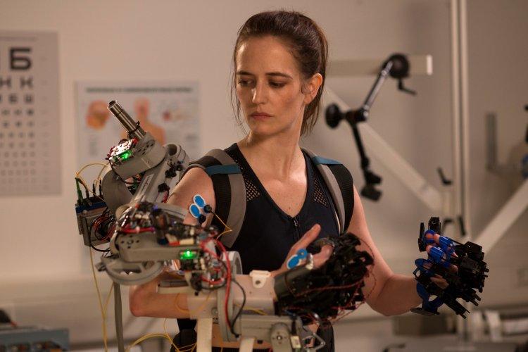 身為職業太空人,被選拔將登上火星後必須接受一連串訓練,即便為此與愛女相隔兩地,伊娃葛林在《星星知我心》飾演的女主角仍堅毅面對挑戰。
