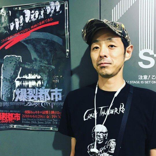 日本知名劇作家宮藤官九郎日前也受肺炎侵擾,如今順利康復生活回到正軌。