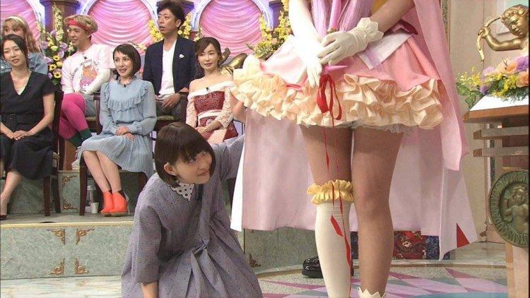 參加綜藝節目錄影的森川葵展露俏皮本色。