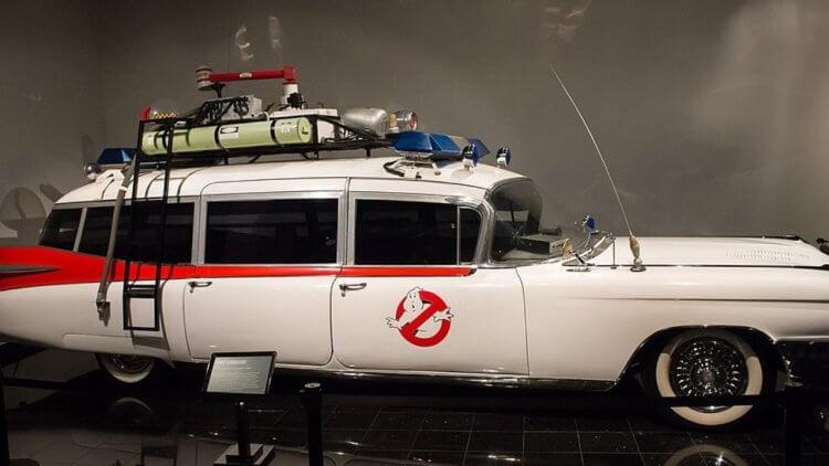 《魔鬼剋星》系列載具盤點!從原型凱迪拉克 Ecto- 1 到摩托車、直升機,甚至有水中漂浮的賽車首圖