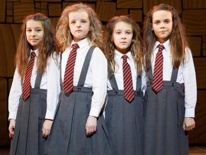 《 宿怨 》中的小女孩: 查莉 = 米莉夏皮羅 也是一名歌舞劇演員。