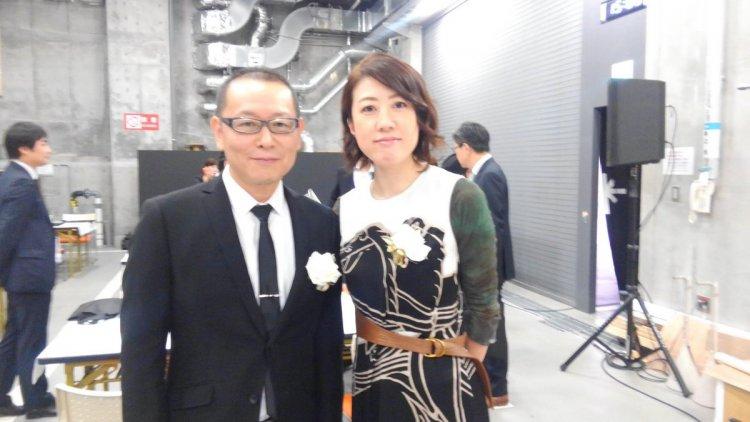 經手《月薪嬌妻》《圖書館戰爭》等話題日劇的日本編劇女王:野木亞紀子(右)。