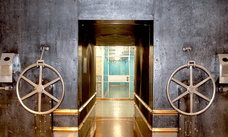 銀行金庫入口。