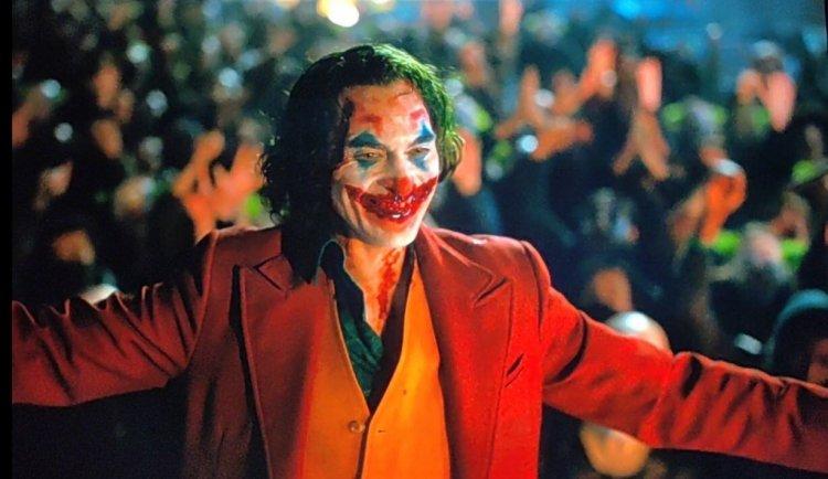 瓦昆菲尼克斯主演的電影《小丑》獲得了威尼斯金獅獎的肯定,也在金球獎獲得最佳男主角的獎項,並將在奧斯卡獎上角逐最佳男主角。