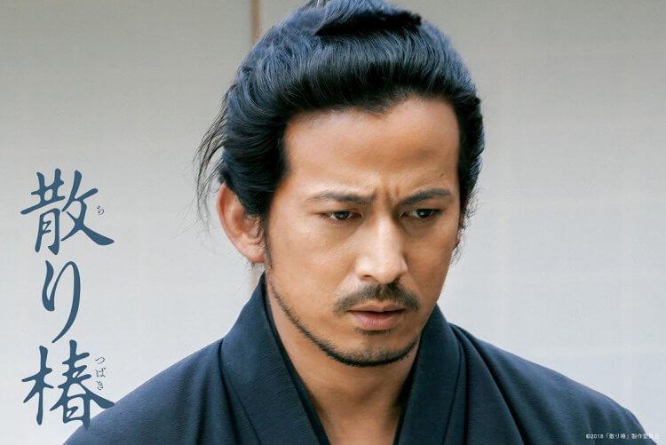 岡田准一電影《椿花散落》劇照。