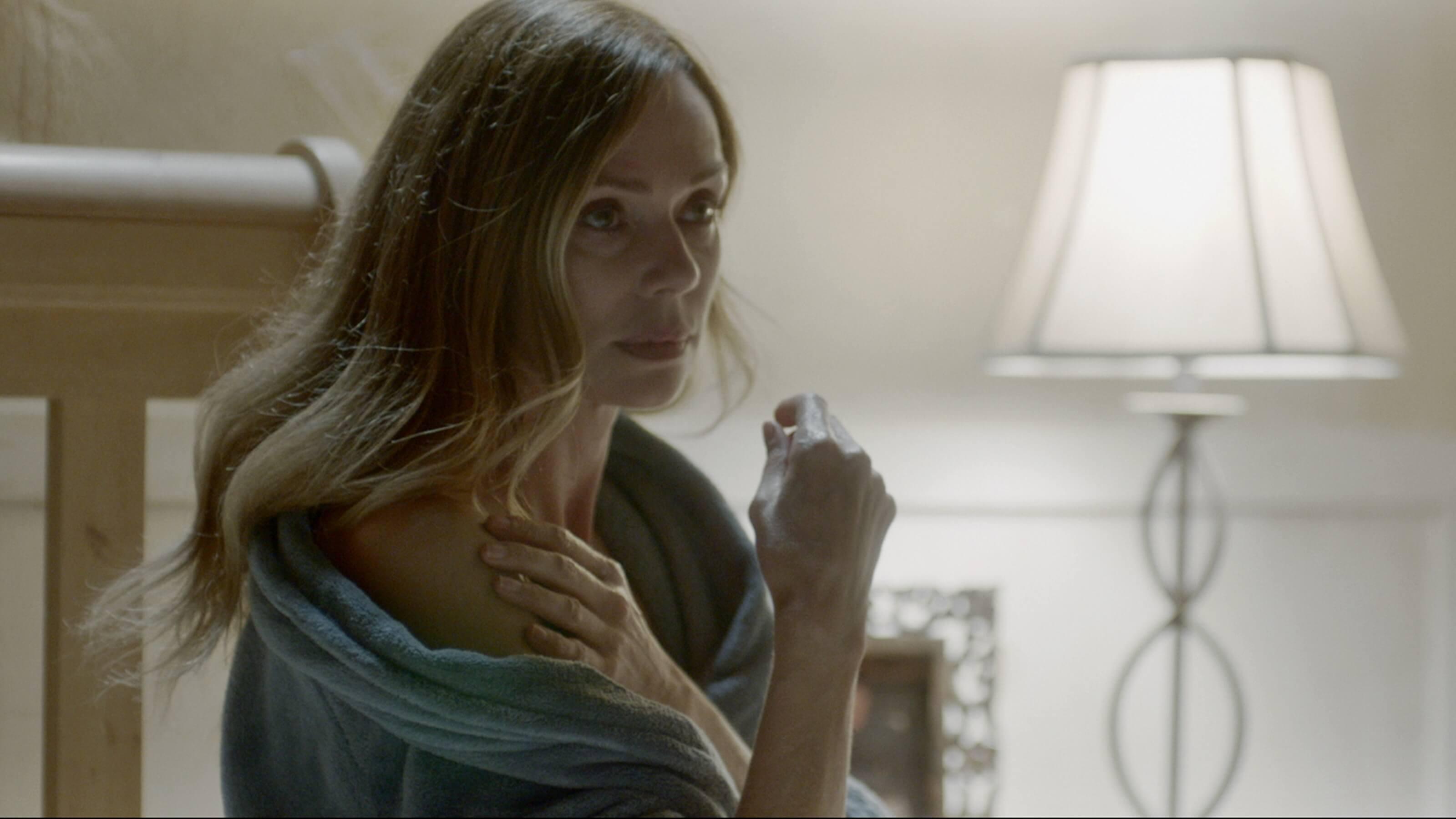 隔牆有詭:凡妮莎安潔兒-飾演受家暴媽媽
