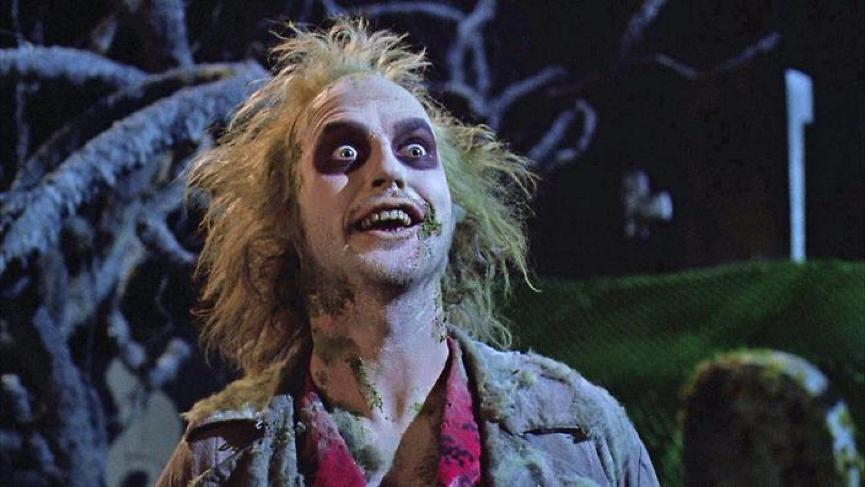 以《蝙蝠俠》為人眾知的演員 麥可基頓 (米高基頓) 也曾演出《 陰間大法師 》中的瘋狂丑角