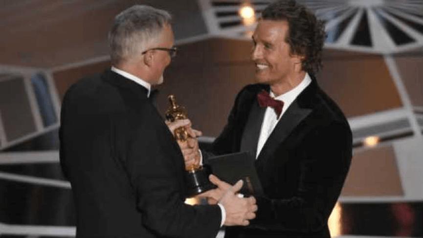 李史密斯-從馬修麥康納手上接過奧斯卡最佳剪輯獎座