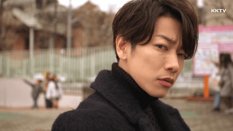 佐藤健在日劇《戀愛可以持續到天長地久》各種挑眉賣萌。