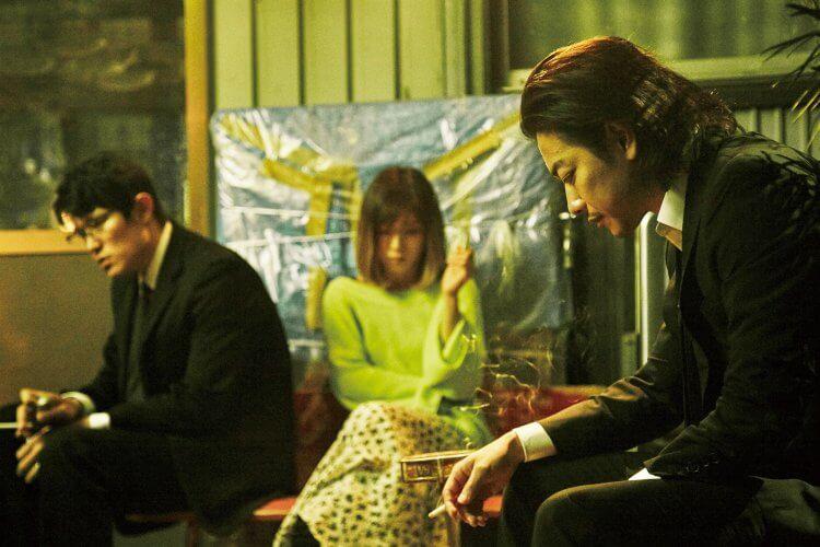 改編自舞台劇的電影《那一夜》中鈴木亮平、松岡茉優以及佐藤健飾演殺夫犯田中裕子所生的三兄妹。