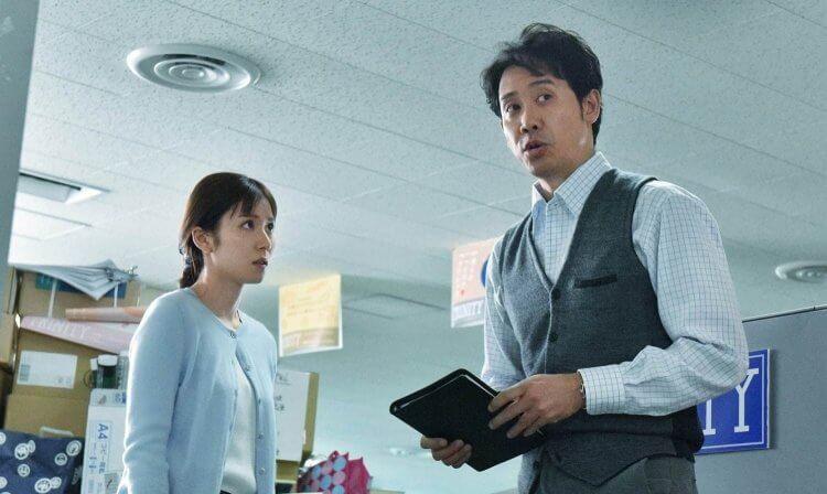 大泉洋 與 松岡茉優 一同演出《錯視畫的利牙》。