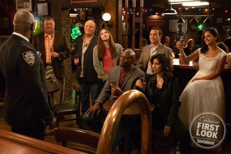 外媒 EW 公開的美劇《荒唐分局》第六季首波劇照。