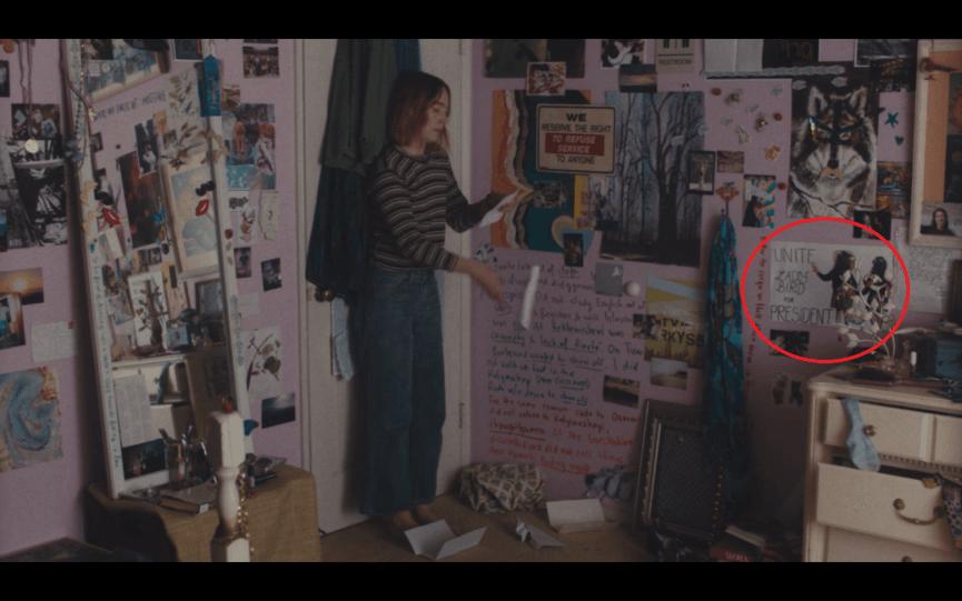 葛莉塔潔薇 所執導的《 淑女鳥 》 電影劇照-女主角房間內的一角