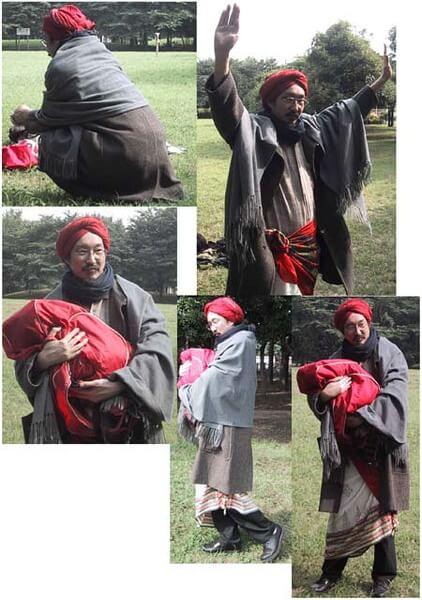 今敏監督曾以《東京教父》片中「小花」的樣貌扮裝留影。