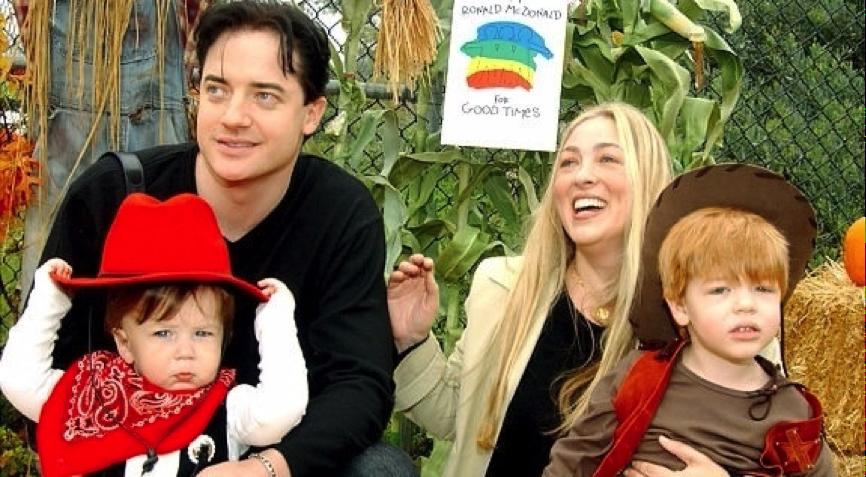 布蘭登費雪 與妻兒合影。