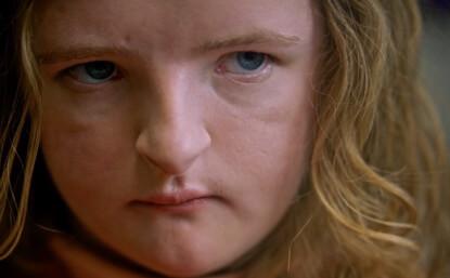 《 宿怨 》片中的 查莉 ,或許打從一開始便已不是原來的那位小女孩......