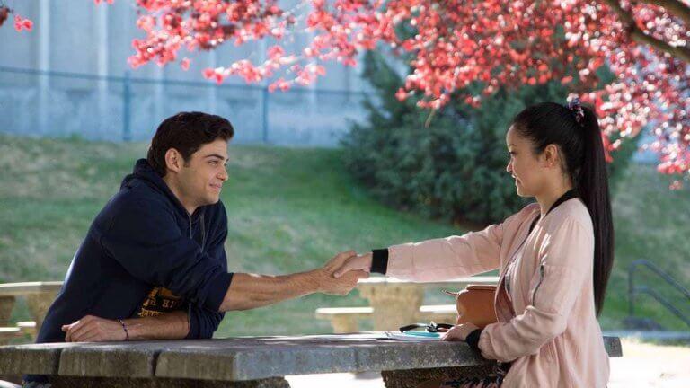 《愛的過去進行式》中,真摯成熟的描述亞裔女孩的校園戀愛故事,廣獲觀眾喜愛。