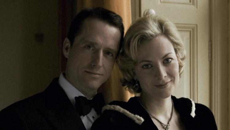 電影《蝙蝠俠:開戰時刻》中布魯斯韋恩的雙親:湯瑪斯與瑪莎韋恩。