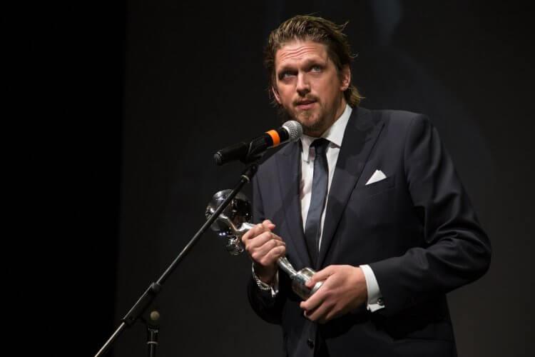 德國導演楊歐雷傑斯特憑藉電影《不愛鋼琴師》二度入圍德國蘿拉獎,而他將入圍歸功於主角柯琳娜哈佛克精湛的演出。