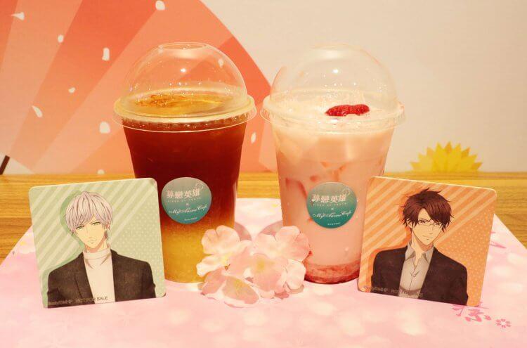 動畫影集《募戀英雄 PIECE OF TRUTH》在台北信義新光 A8 館的期間限定咖啡廳推出飲品與角色杯墊。