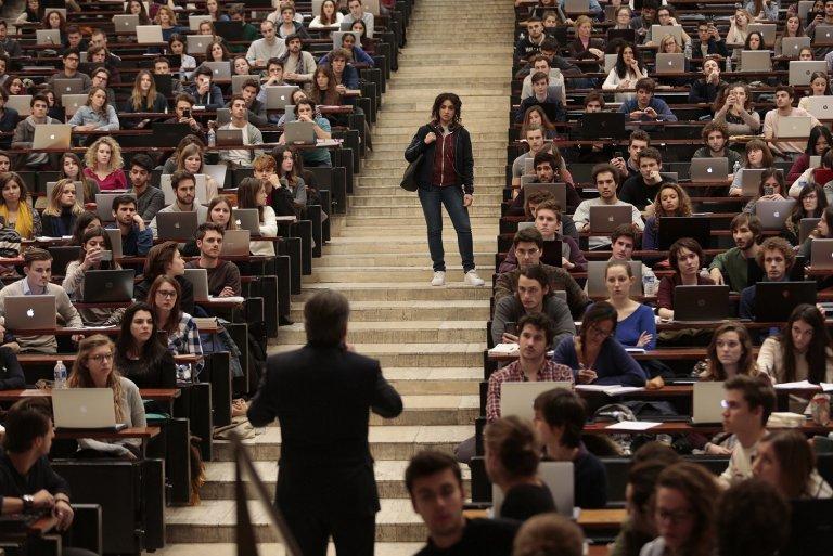 《師聲對決》中以遲到的女主角被老師訓斥為開端,激起一連串翻轉人生的激昂火花。