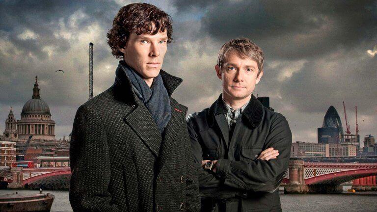 BBC 影集《新世紀福爾摩斯》,班尼狄克康柏拜區、馬丁費里曼分別飾演福爾摩斯及華生。