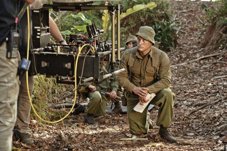 崔維斯費米爾在《108 悍將》中扮演哈利史密斯少校。