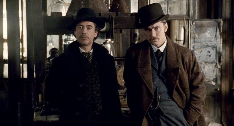 2009 年電影《福爾摩斯》中的福爾摩斯與華生則由小勞勃道尼及裘德洛飾演。