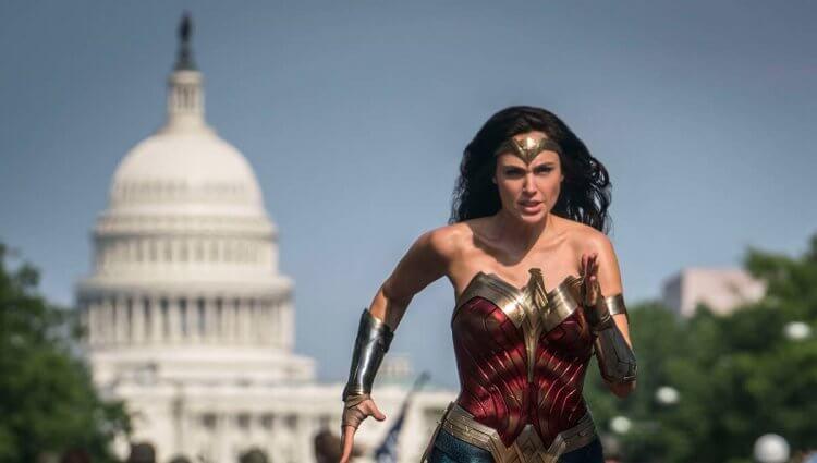 《神力女超人 1984》電影劇照。