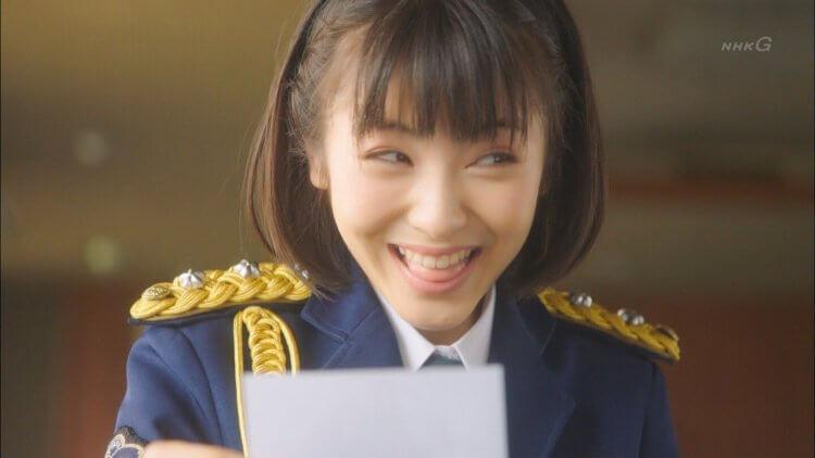演出 NHK 日劇《Pure!一日偶像署長事件簿》的濱邊美波。
