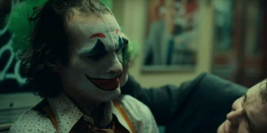 由瓦昆菲尼克斯所主演的《小丑》起源故事電影即將上映。