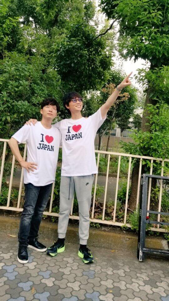 主演日劇《MIU404》的星野源與綾野剛。