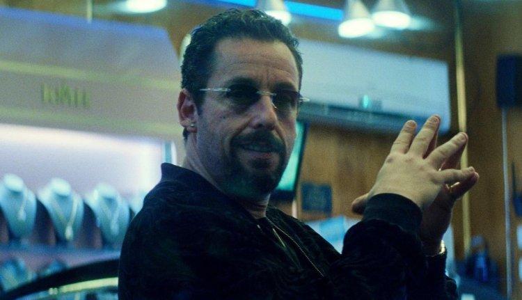 亞當山德勒在《原鑽》裡的表現受許多影評人稱讚。