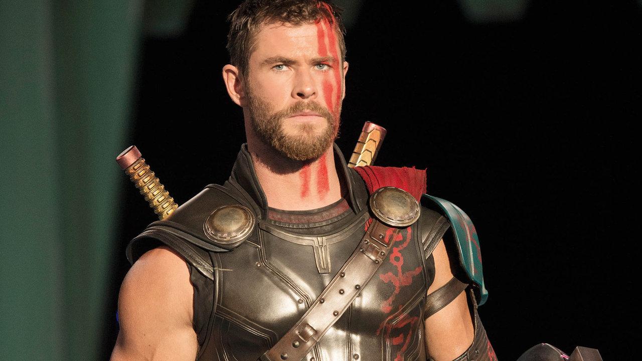 雷神索爾 : 克里斯漢斯沃 (Chris Hemsworth) 。