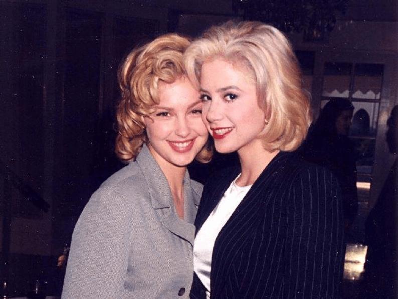 艾希莉賈德(左)與蜜拉索維諾(右)。